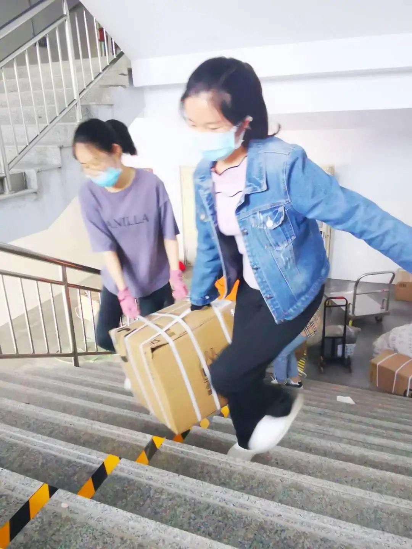滨湖志臻|五一劳动节,致敬最可爱的人203 作者: 来源: 发布时间:2020-5-5 08:15