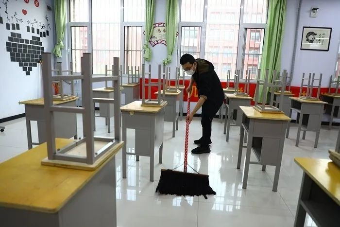 滨湖志臻|五一劳动节,致敬最可爱的人9625 作者: 来源: 发布时间:2020-5-5 08:15