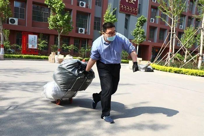 滨湖志臻|五一劳动节,致敬最可爱的人4214 作者: 来源: 发布时间:2020-5-5 08:15