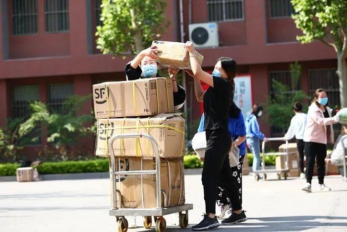 滨湖志臻|五一劳动节,致敬最可爱的人8211 作者: 来源: 发布时间:2020-5-5 08:15