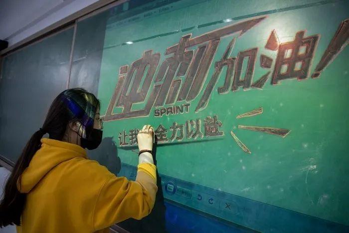滨湖志臻|五一劳动节,致敬最可爱的人7585 作者: 来源: 发布时间:2020-5-5 08:15