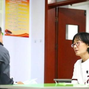 何似此花荣艳足  四时常放浅深红——A部九年级教师崔红艳访谈录