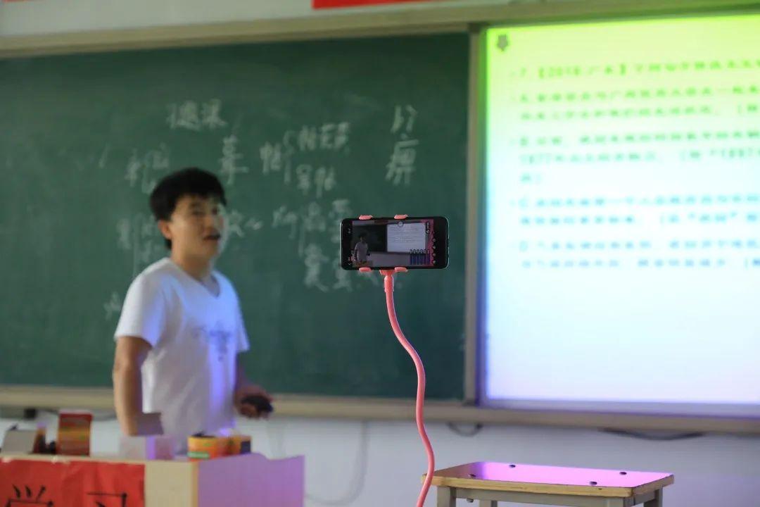 滨湖志臻2020年最难忘的十张照片!一张照片一个故事,看完满是泪和感动2251 作者: 来源: 发布时间:2021-1-1 09:58