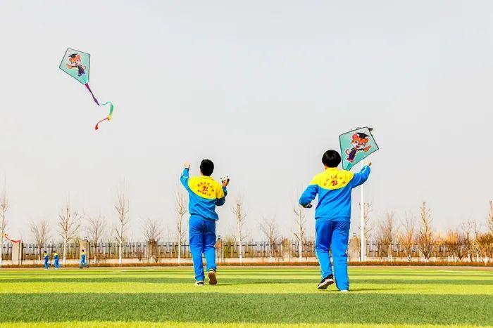 【视频】乘风破浪的志臻丨春风吹,志臻天空升起多彩风筝5224 作者: 来源: 发布时间:2021-3-19 08:48