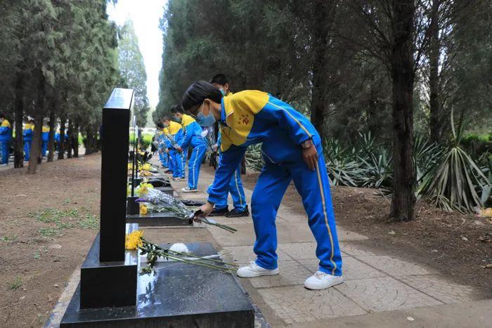清明祭英烈丨人民英雄永垂不朽,您的名字我们永远记得!6797 作者: 来源: 发布时间:2021-4-4 09:50