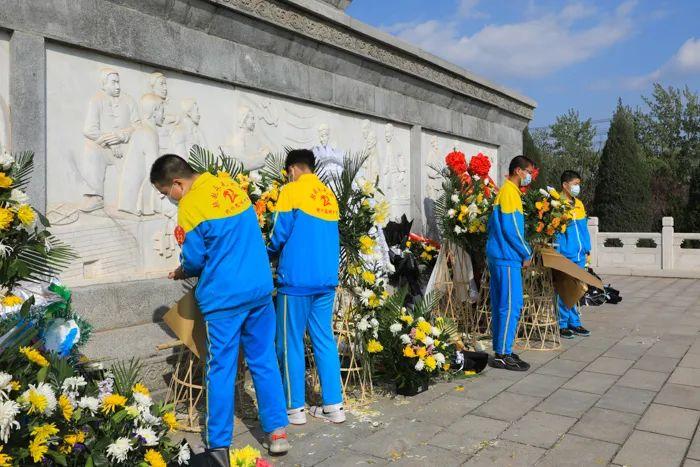 清明祭英烈丨人民英雄永垂不朽,您的名字我们永远记得!2777 作者: 来源: 发布时间:2021-4-4 09:50