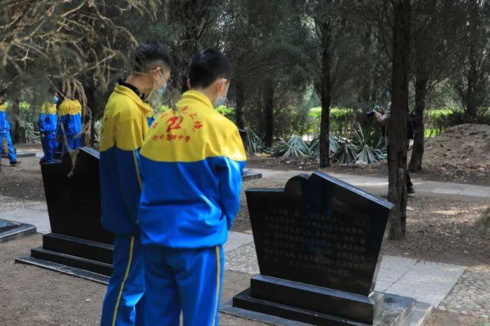 清明祭英烈丨人民英雄永垂不朽,您的名字我们永远记得!2490 作者: 来源: 发布时间:2021-4-4 09:50