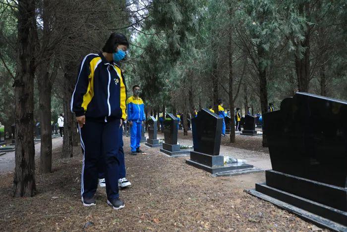 清明祭英烈丨人民英雄永垂不朽,您的名字我们永远记得!5963 作者: 来源: 发布时间:2021-4-4 09:50